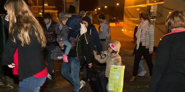 asielzoekers-arriveren-in-koksijde