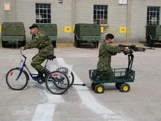 leger-op-straat-in-antwerpen-1
