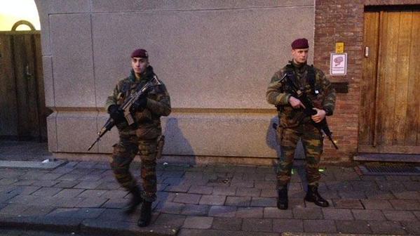 leger-op-straat-in-antwerpen-2